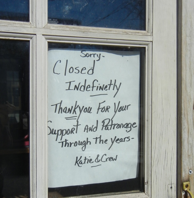 A note from proprietor Katie Oliveri still hangs in the window. Photo by Catskill Eats